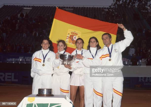 The Spanish Federation Cup team Arantxa Sanchez Vicario Virginia Ruano Pascual Maria Sanchez Lorenzo Conchita Martinez and Miguel Margets pose with...