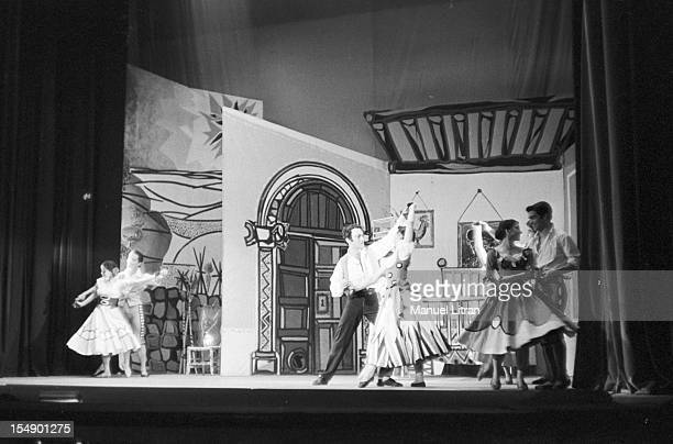 1956 the Spanish flamenco dancer Roberto IGLESIL on stage with dancers