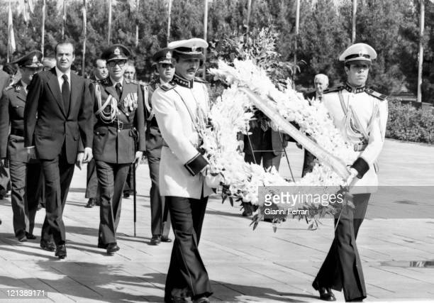 The Spanish King Juan Carlos of Borbon and the Shah Reza Pahlevi will deposits a wreath in the monument of the Unknown Soldier Teheran Iran