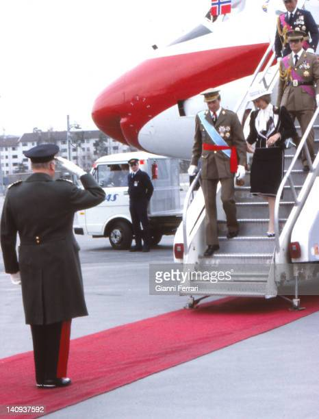 The Spanish Kings Juan Carlos and Sofia are greeted at the airport by Norwegian King Olav 14th April 1982 Oslo Norway
