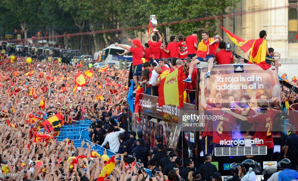 FBL-EURO-2012-ESP-PARADE : News Photo