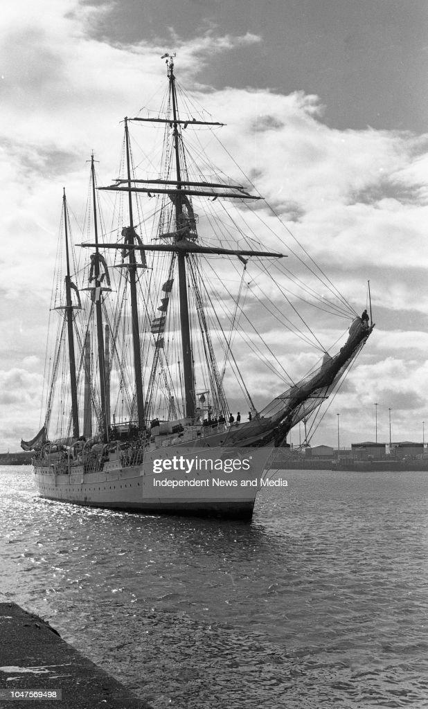 Traning Vessel Juan Sebastian de Elcano 1988 : News Photo