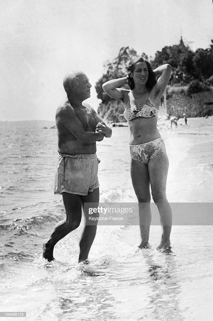 Pablo Picasso And His Wife Francoise On Holidays : News Photo