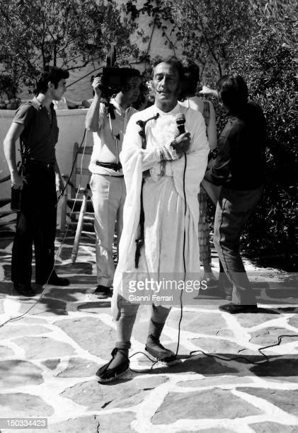The Spanish painter Salvador Dali during the filming of the Spanish Television program 'Doble Imagen' at his home in Port Lligat 26th January Girona...