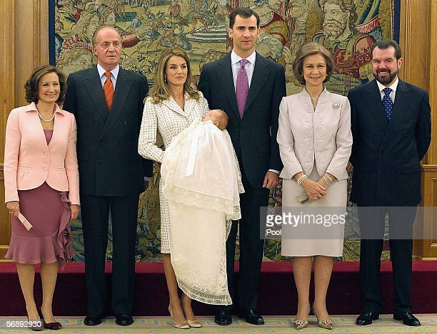 The Spanish Royal family pose for a family photo with Paloma Rocasolano Spain's King Juan Carlos Princess Letizia with Leonor Prince Felipe Queen...