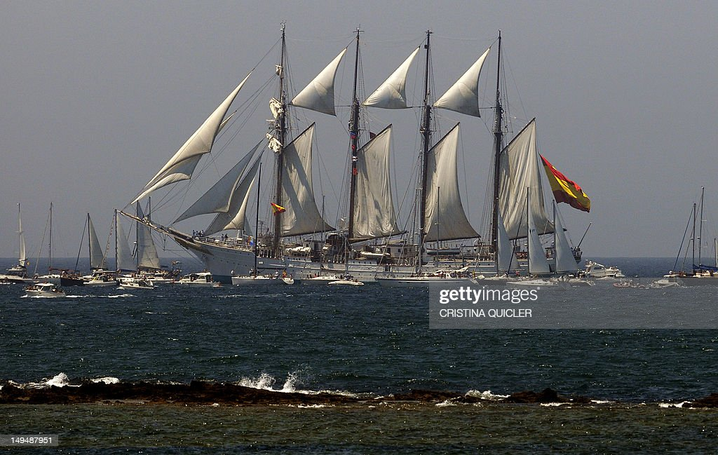 The Spanish schooner 'Juan Sebastian de  : News Photo