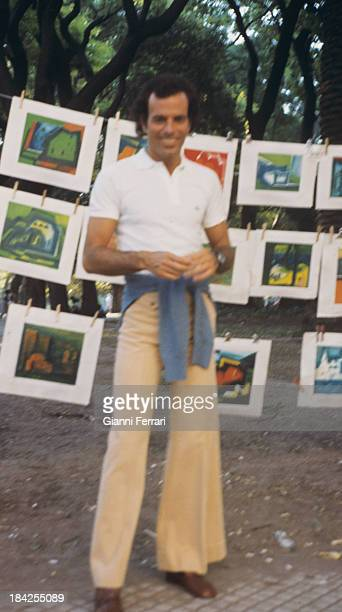 The Spanish singer Julio Iglesias at an exhibition of paintings 1975 Madrid Castilla La Mancha Spain