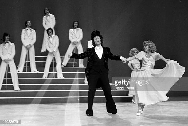 The Spanish singer Raphael in the program 'El Mundo de Raphael' of Spanish Television 15th April 1975 Madrid Spain