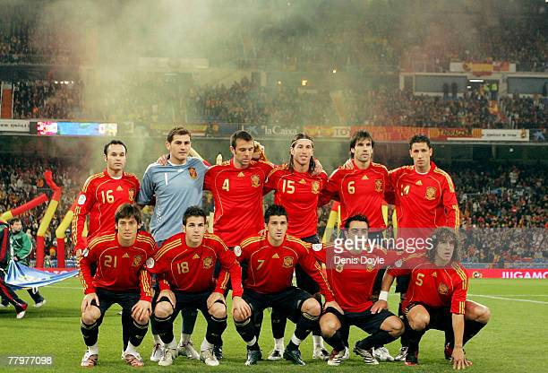 The Spanish team line-up before the EURO 2008 Group F Qualifier between Spain and Sweden at the Santiago Bernabeu stadium on November 17, 2007 in...