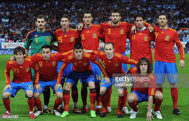 The Spanish team line-up before the International friendly match between Argentina and Spain at the Vicente Calderon stadium on November 14, 2009 in...