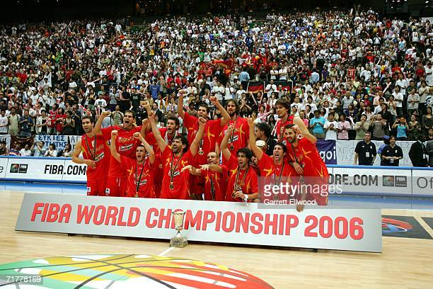 The Spanish team poses for a photo after beating Greece during the 2006 FIBA World Championship Final Round on September 3, 2006 at the Saitama Super...