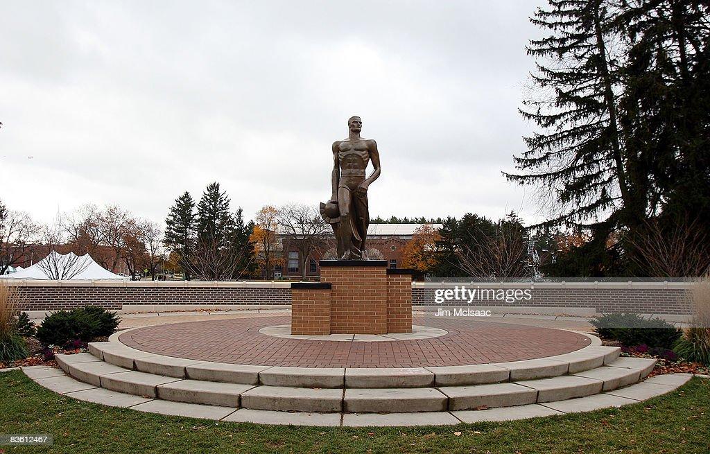 Purdue Boilermakers v Michigan State Spartans : Fotografía de noticias