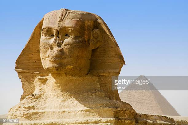 the sphinx and mikerinus pyramid - the sphinx stock pictures, royalty-free photos & images