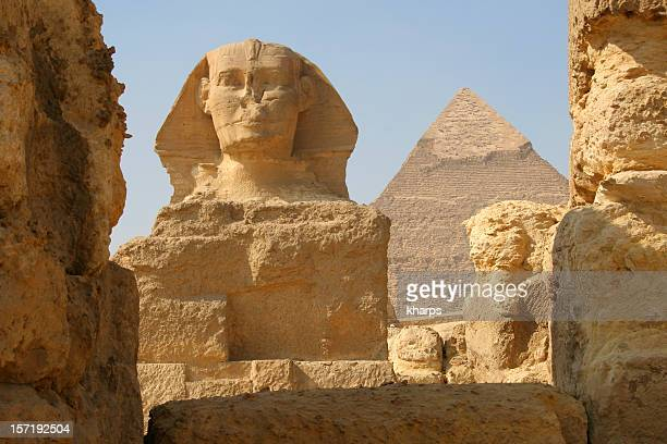 the sphinx and pyramid of khafre, giza egypt - giza pyramids stock pictures, royalty-free photos & images