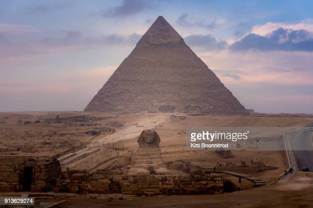the spinx laying down in front of the great pyramid of giza in egypt - giza stock pictures, royalty-free photos & images
