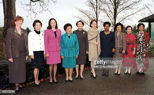 The spouses of the leaders of the Asia Pacific Economic Cooperation group from New Zealand, Joan Bolger, Japan, Kumiko Hashimoto, Mexico, Nilda...