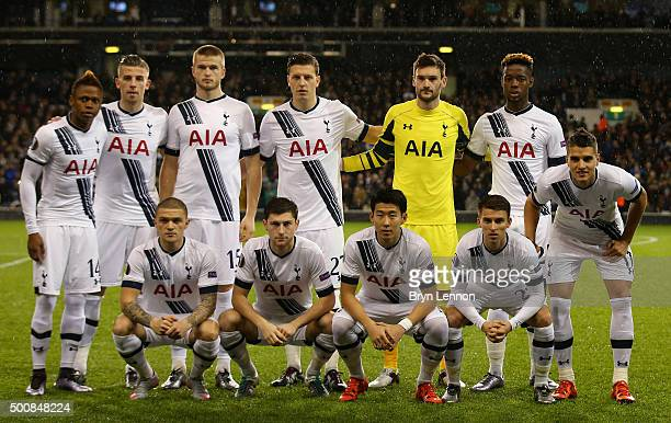 The Spurs players pose for the canmeras prior to kickoff during the UEFA Europa League Group J match between Tottenham Hotspur and AS Monaco at White...