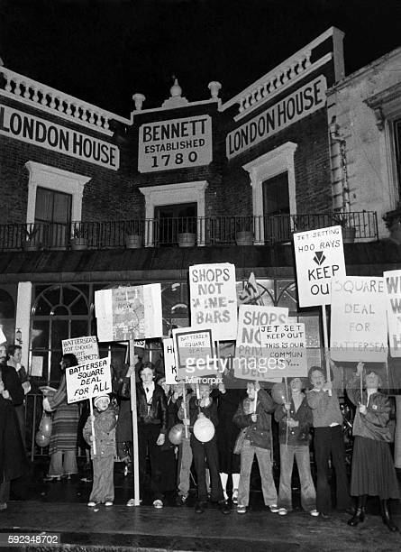 The square deal placards refer to the club's location in Battersea Square April 1978 P018570