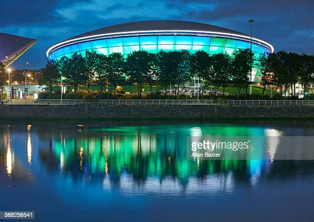 the sse hydro arena reflected in river clyde - conference centre stock pictures, royalty-free photos & images