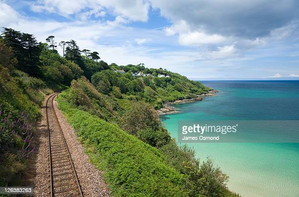 the st ives to carbis bay coastal railway at porthminster point, cornwall. - カービス・ベイ ストックフォトと画像
