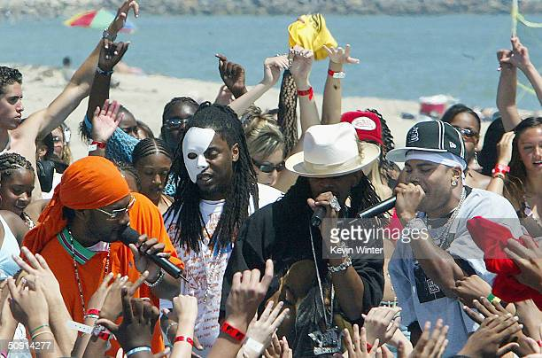 The St Lunatics featuring Nelly and Murphy Lee perform on TRL at MTV's Beach House Summer on the Run on May 31 2004 in Long Beach California