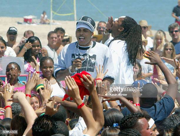 The St Lunatics featuring Nelly perform on TRL at MTV's Beach House Summer on the Run on May 31 2004 in Long Beach California