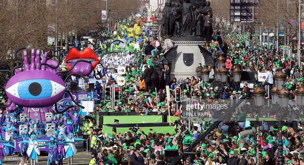 IRELAND-HOLIDAY-ST PATRICK'S DAY PARADE : News Photo
