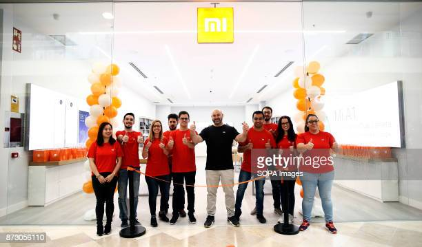 XANADú ARROYOMOLINOS MADRID SPAIN The staff of the Xiaomi Store poses for the media just before the official opening The company Xiaomi inaugurates...