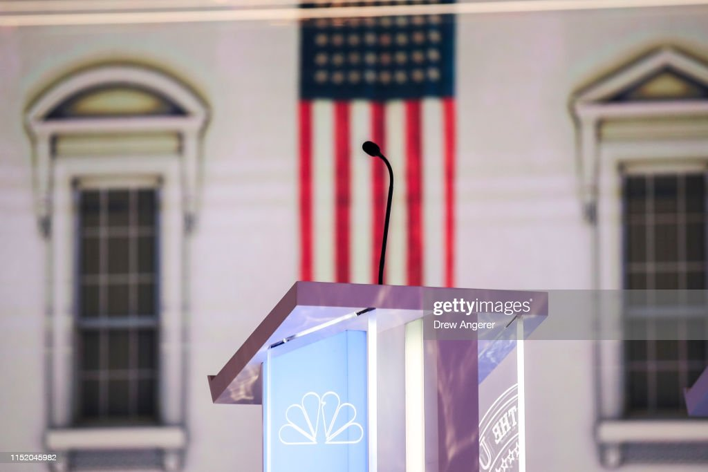 Democratic Presidential Candidates Attend First Debates Of 2020 Election : News Photo