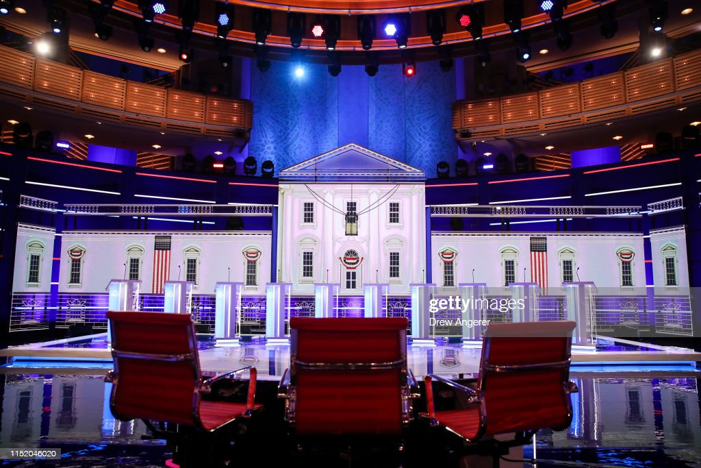 Democratic Presidential Candidates Attend First Debates Of 2020 Election : Foto jornalística