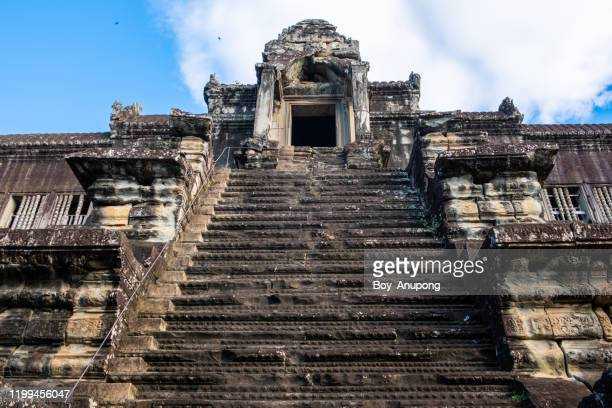 the stairway to the third floors of main tower of angkor wat in cambodia. - アンコールワット ストックフォトと画像
