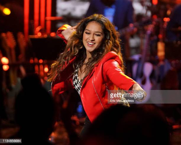 IDOL 209 The stakes grow higher as the Top 20 American Idol finalists sing their hearts out in front of a live audience at Los Angeles famed venue...