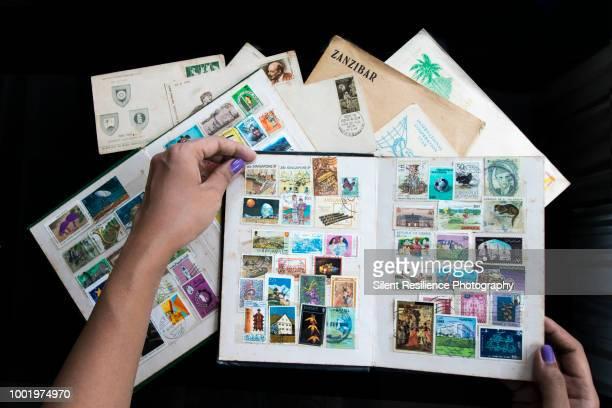 the stamp collector - collection photos et images de collection