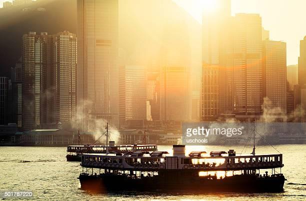 the star ferry's harbour over victoria harbour, hong kong, china - victoria harbour hong kong stockfoto's en -beelden