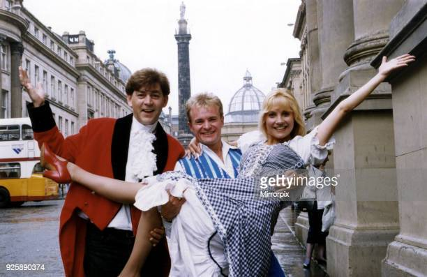 The stars of Goldilocks and the Three Bears Bobby Davro Steve Colman and Malandra Burrows at the Newcastle Theatre Royal 8th November 1993