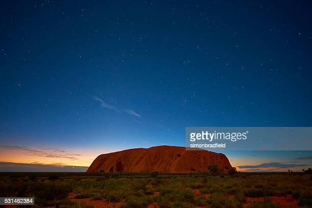 the stars over uluru - uluru stock pictures, royalty-free photos & images