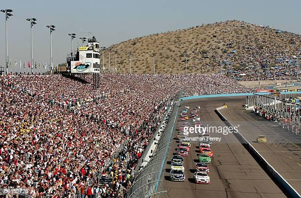 The start of the NASCAR Nextel Cup Checker Auto Parts 500 on November 13 2005 at Phoenix International Speedway in Avondale Arizona