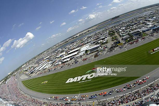 The start of the second Gatorade Twin 125s at the NASCAR Nextel Cup Daytona 500 on February 12, 2004 at Daytona International Speedway in Daytona...