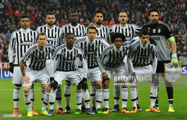 The starting eleven of Turin pose before kickoff in the Champions League soccer match between Bayern Munich and Juventus Turin at Allianz Arena in...