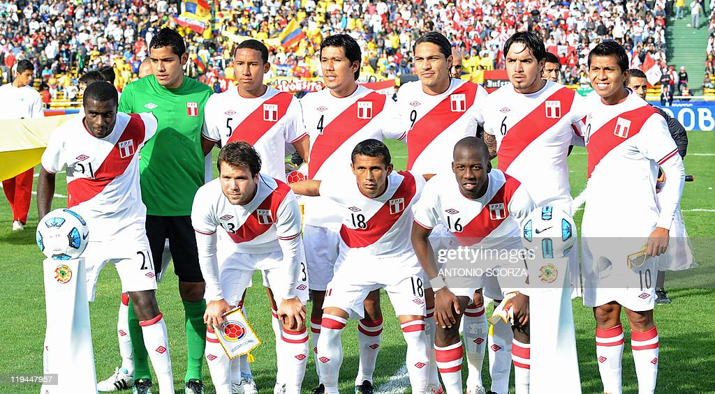 2dda83adc The starting line-up of the Peruvian national football team poses ...