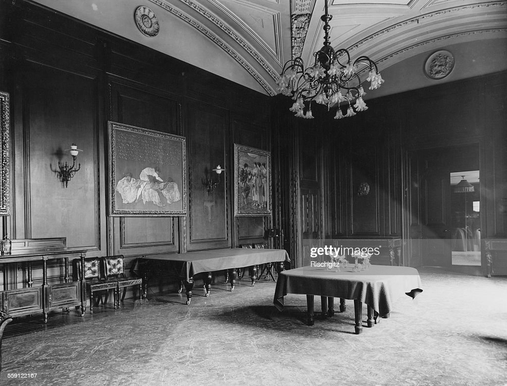 White house state dining room pictures and photos getty images the state dining room at the british prime ministers residence at 10 downing street london 1900 dzzzfo