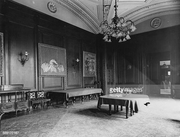 The State Dining Room at the British Prime Minister's residence at 10 Downing Street, London, 1900.