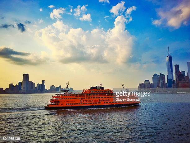 the statten island ferry crosses the hudson with new york city and new jersey in the background - fähre stock-fotos und bilder