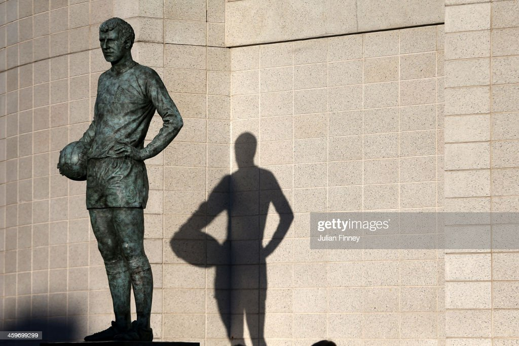 The statue of former Chelsea player Peter Osgood is seen outside the stadium prior to kickoff during the Barclays Premier League match between Chelsea and Liverpool at Stamford Bridge on December 29, 2013 in London, England.