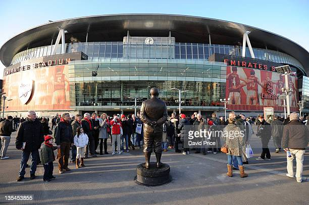 The statue of Herbert Chapman before the match Arsenal during the Barclays Premier League match between Arsenal and Everton at Emirates Stadium on...