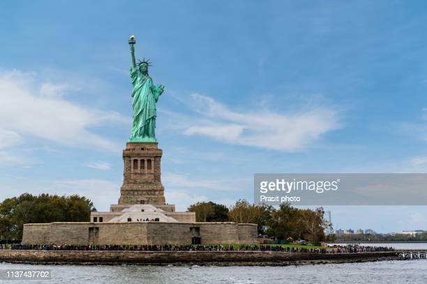 the statue of liberty in new york city, usa - 自由の女神 ストックフォトと画像