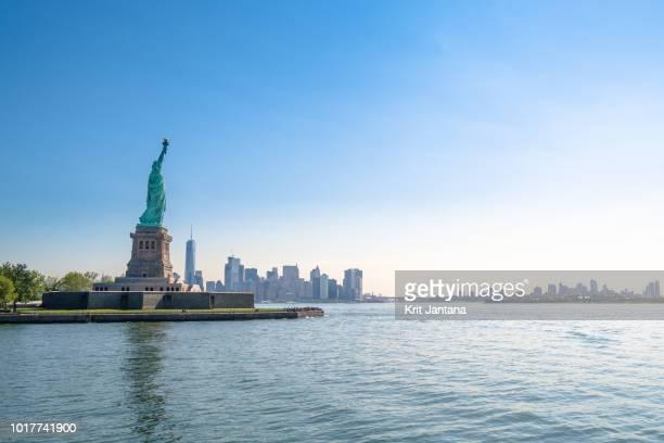 the statue of liberty, new york - ニューヨーク湾 ストックフォトと画像