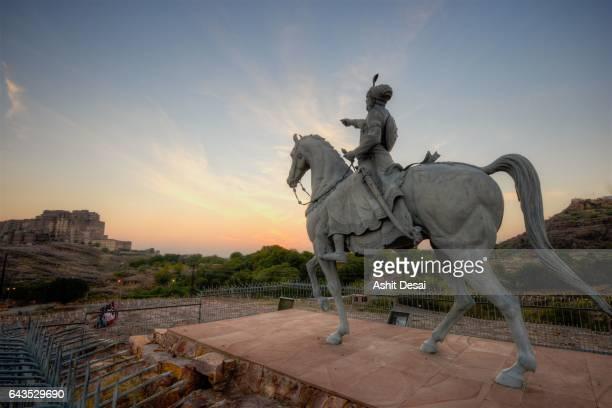 the statue of rao jodha ji, the founding ruler of jodhpur situated across the mehrangarh fort. - meherangarh fort stock photos and pictures