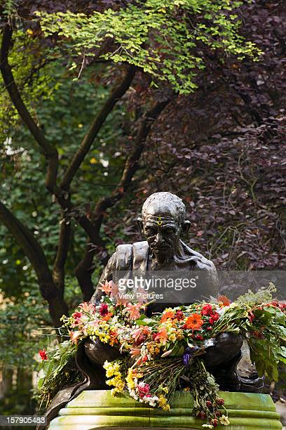 The Statues Of LondonUnited Kingdom Architect London The Statues Of London Book Mohandas Gandhi By Fredda Brilliant Material Bronze Unveiled 1968...