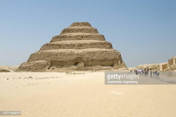 the step pyramid of djoser (djeser) in saqqara, egypt - argenberg fotografías e imágenes de stock